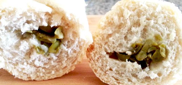 baguettes rellenas en máquina de pan